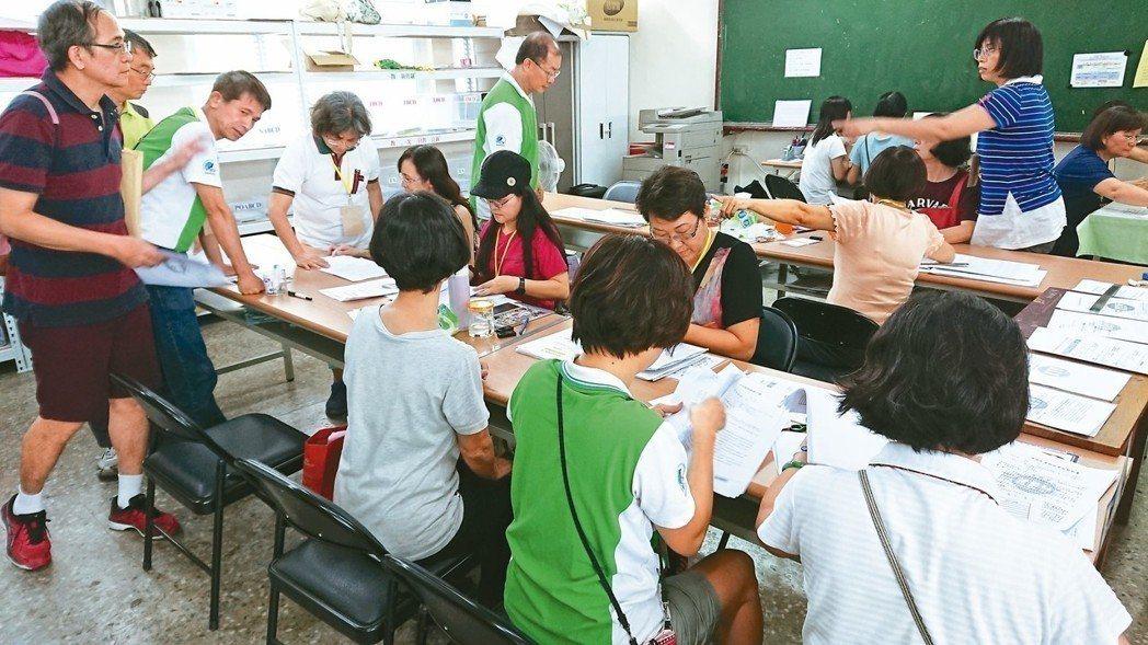 有退休老師感嘆「老了怎麼活?」 記者蔡容喬/攝影