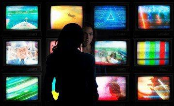 DC電影宇宙迄今評價票房最好的電影「神力女超人」,當初上映時曾橫掃全球8.2億美金(約新台幣245.48億),片商打鐵趁熱開拍續集「神力女超人2」,故事拉到1984年,比上一次晚了60多年,最近導演...