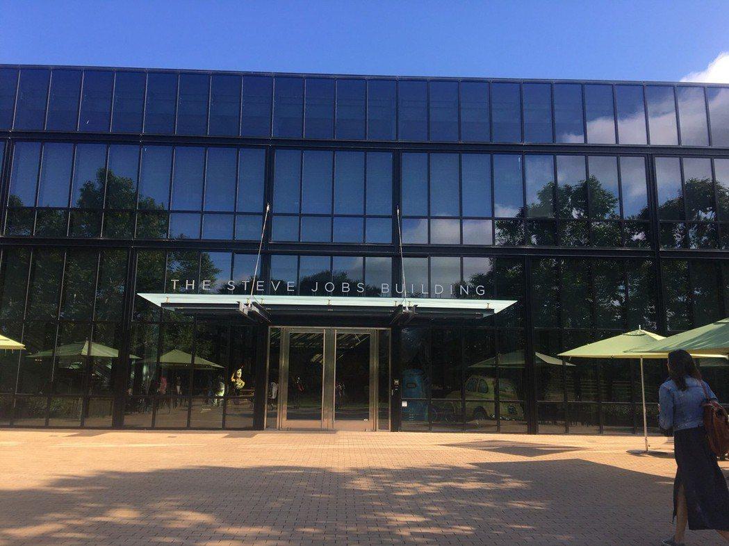 皮克斯動畫大多在這棟以蘋果創辦人賈伯斯命名的大樓裡發想創作。記者劉孟玲/攝影