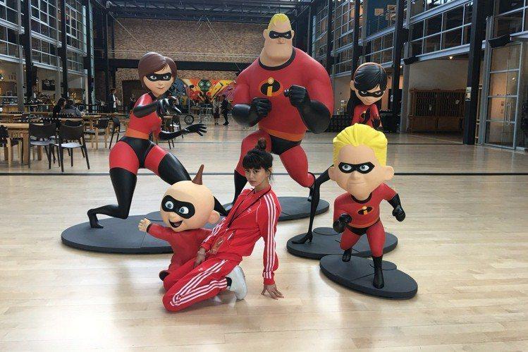 人氣網紅「白癡公主」7年前以迪士尼卡通配音對白,在YouTube打響知名度,這回她受「超人特攻隊2」(Incredibles 2)之邀,成為「噓!星聞」一日噓編,帶大家直擊舊金山灣區的皮克斯總部、訪...