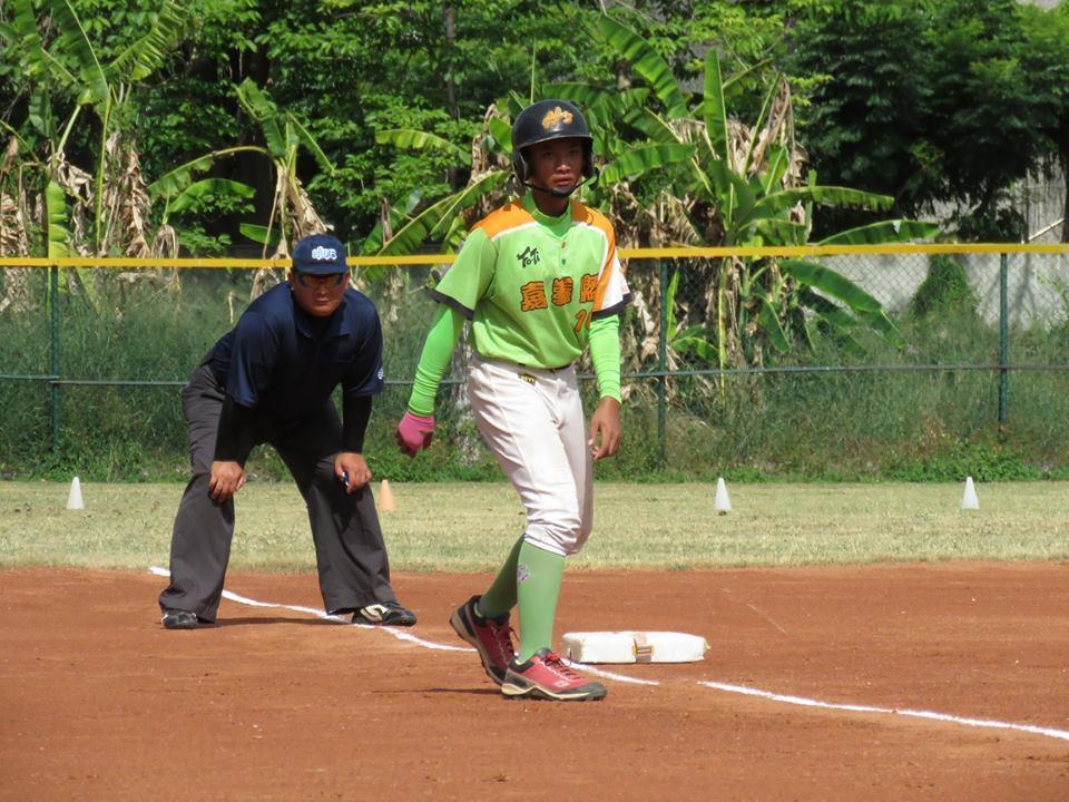 和興國小棒球隊簡頎恩來自新北市,遠離家鄉、住校練球。圖/和興國小提供