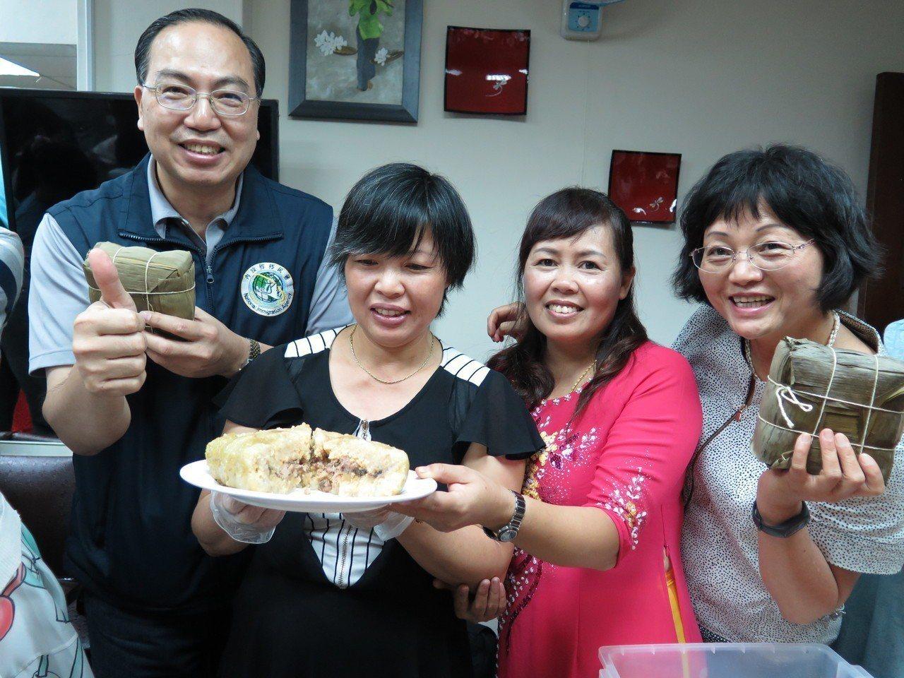 北越的粽子為方形且「塊頭很大」,一個人吃根本吃不完。 記者張裕珍/攝影