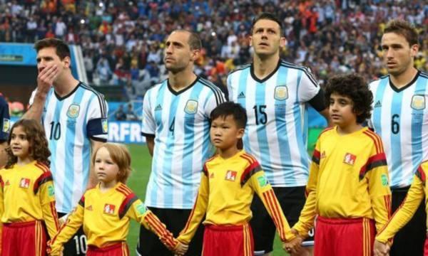 濟南小球童與球星梅西同台同框。 圖/摘自網路