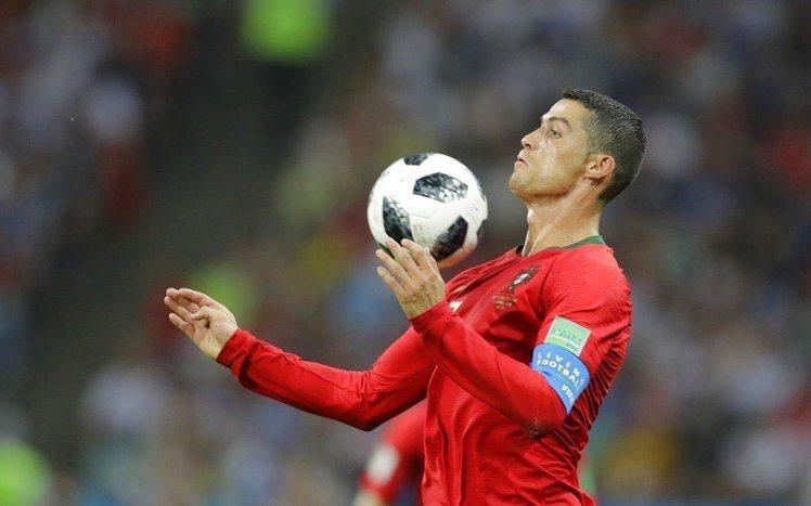 C羅在本屆世界盃足球賽首戰對西班牙的比賽中,上演帽子戲法,一人踢進3球。(美聯社...