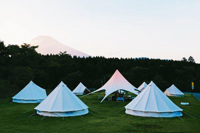 在富士山腳下露營,世界自然遺產美景盡收眼底。 圖/TaiTai Live Wil...