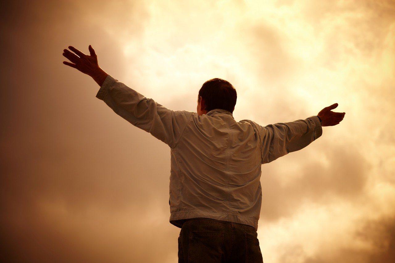 示意圖。據一項新研究顯示,信教者比不信教的人長壽。圖/ingimage