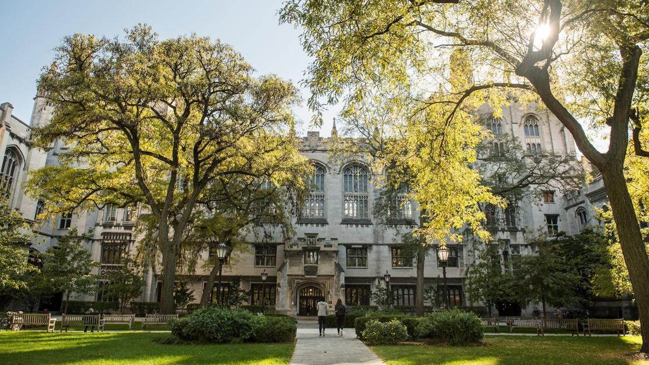 美國芝加哥大學14日宣布,即日起不再要求美本土學生申請時提供ACT或SAT成績,...