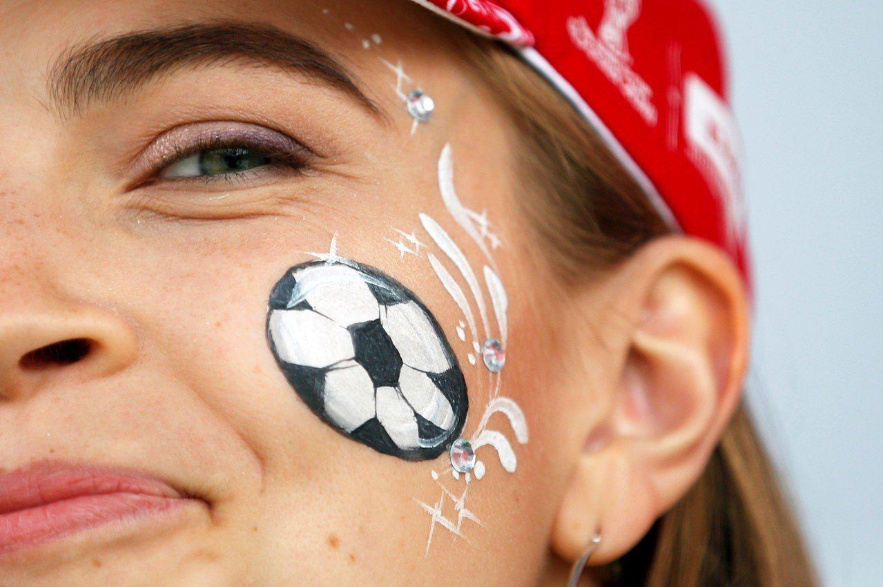 中國四大公司贊助撐起俄羅斯世足賽,比肩美國成最多贊助商來源。 路透