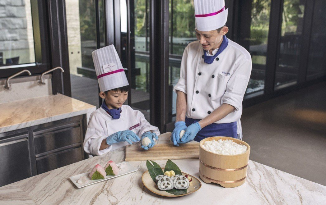 台南大員皇冠假日酒店推出提供食宿玩樂、體驗課程全包的充實假期,可同時體驗「小禮賓...