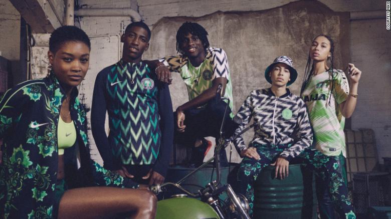 本屆世足賽奈及利亞隊的週邊商品大賣,被各大媒體評為時尚度第一。圖擷自CNN