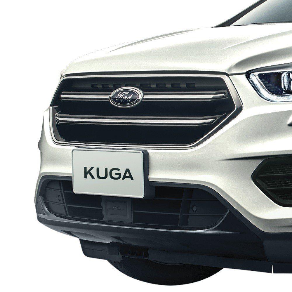 「Ford Kuga勁黑版」以黑靚鍍鉻水箱護罩及黑格下護板營造霸氣卻內斂的外觀造...