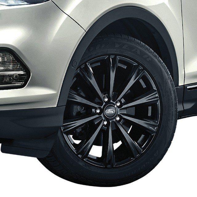 18吋的黑漩鋁圈為「Ford Kuga勁黑版」增添勁黑運動型格。 圖/福特六和提...