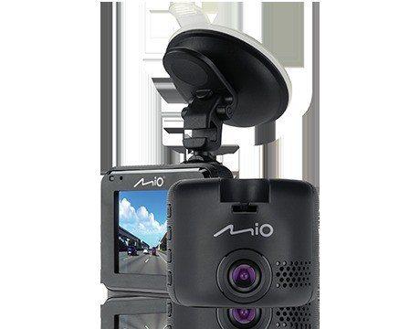 「Ford Kuga勁黑版」配備Mio C320 DVR行車紀錄器,為用車人貼心紀錄車外狀況。 圖/福特六和提供