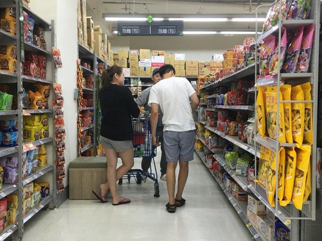 網友推薦可以賣場採購吐司或泡麵 圖片來源/聯合報系