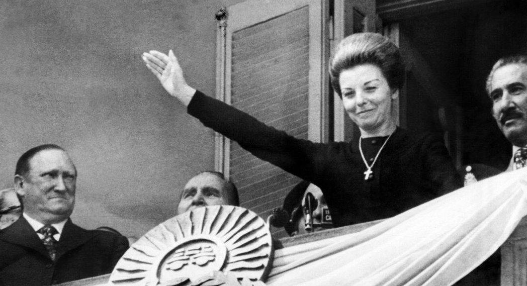 伊莎貝爾也被稱為「小伊莎貝」(Isabelita),是裴隆總統的第三任妻子;著名...