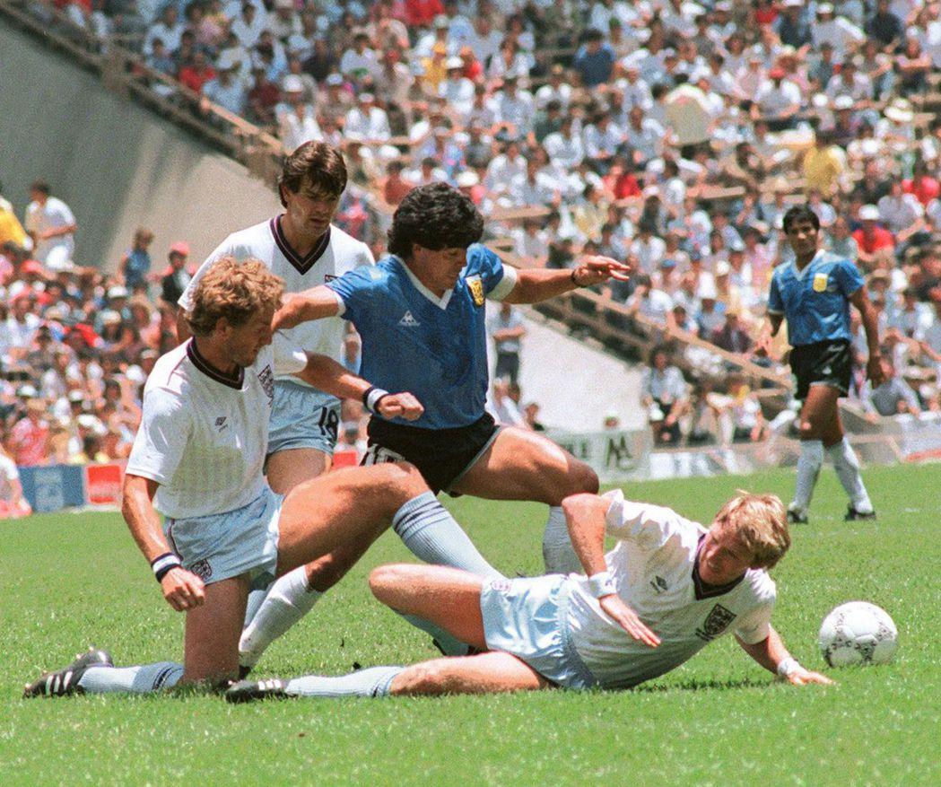 1986年的冠軍相對踏實、沒有「軍政府的份」,而馬拉度納反體制的色彩,也才大聲放...