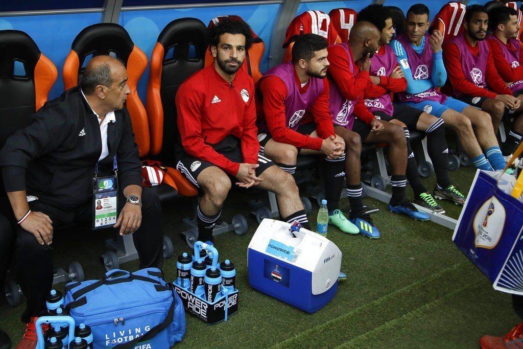 雖然賽前教頭掛保證薩拉赫可出賽,但他整場都坐在板凳席上,埃及在進攻上也明顯少了重...