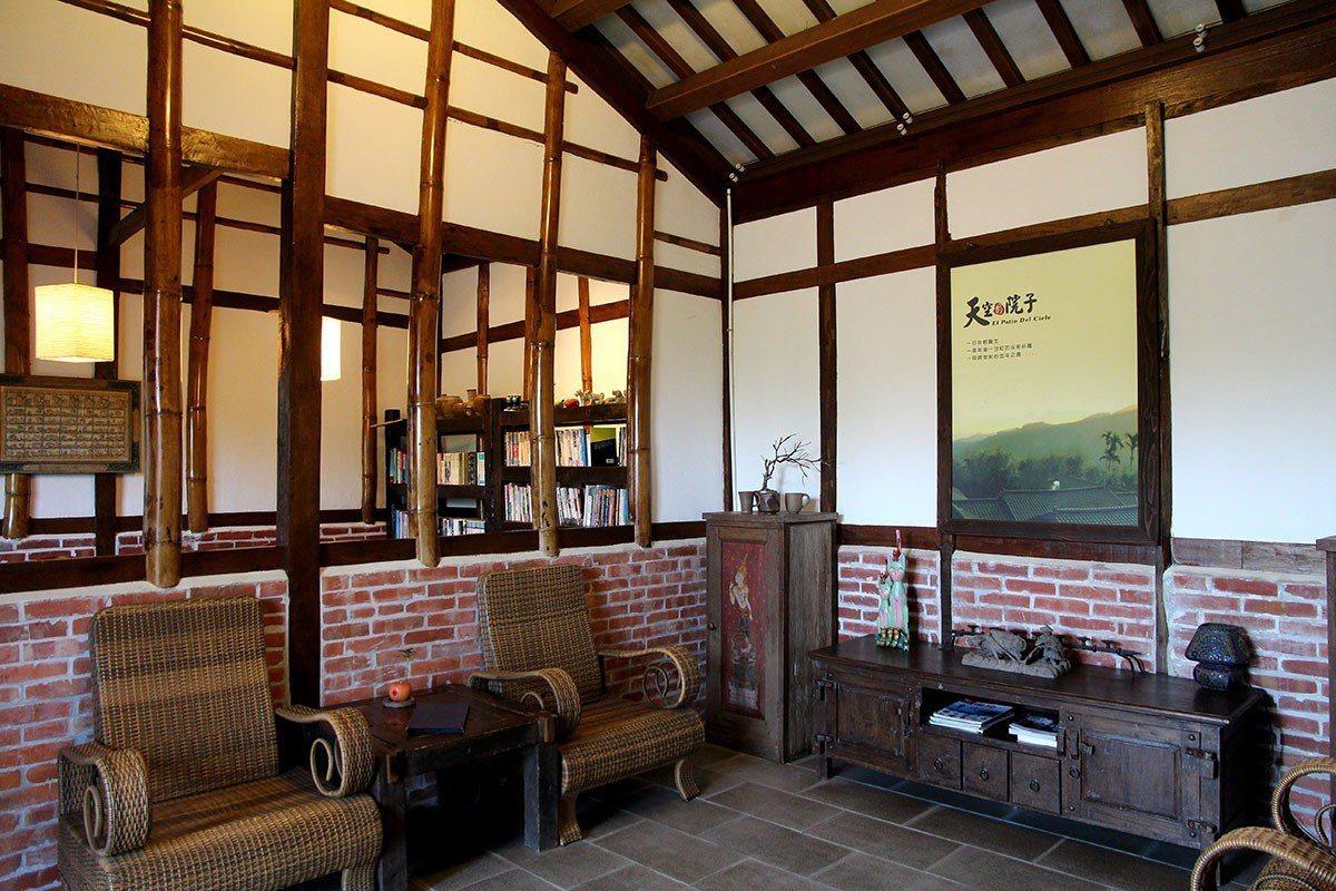 古色古香的客廳維護很好,充滿懷舊氣息。