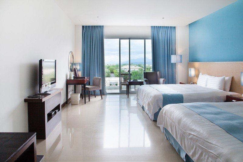 飯店區飾以明亮色系寬敞舒適。