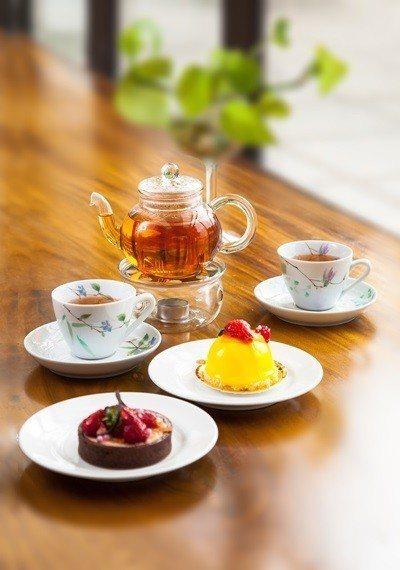 玫瑰咖啡廳提供精緻下午茶。