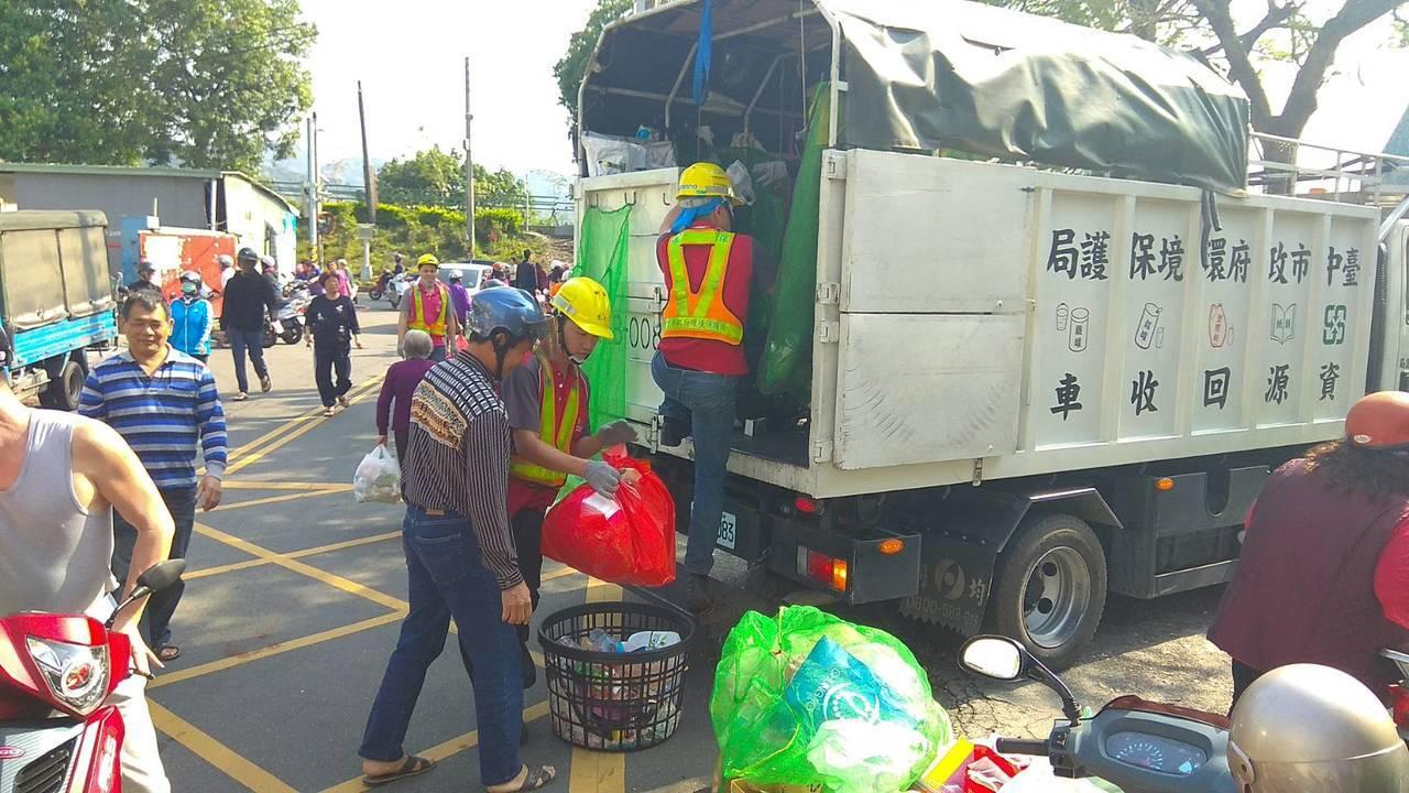 明天起端午節3天連假,台中市環保局加強垃圾收運,6月18日端午節當天改採「定時定...