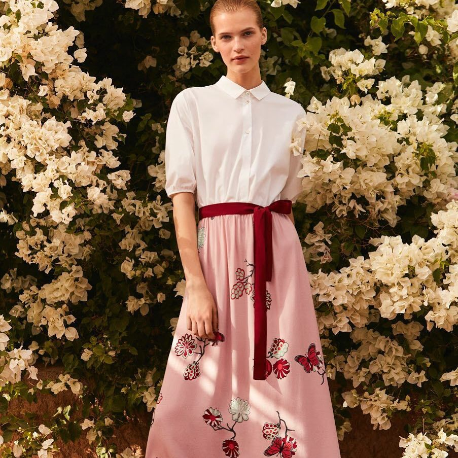 iBLUES東方花園系列蝴蝶印花拼貼長洋裝,售價16,200元。圖/iBLUES...