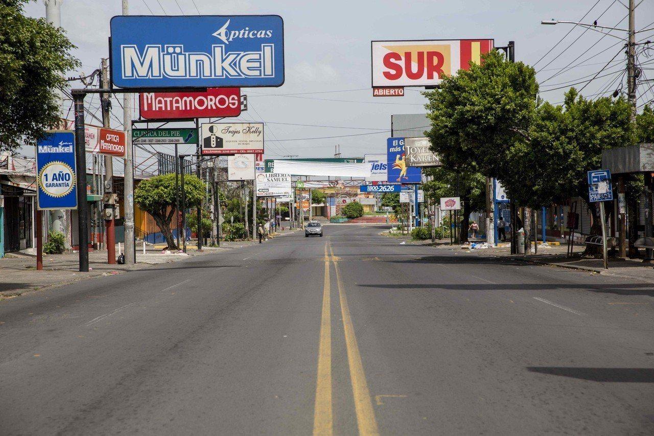 尼加拉瓜14日全國大罷工街頭空蕩蕩,藉此抗議政府鎮壓異議份子並要求尼國總統奧蒂嘉...
