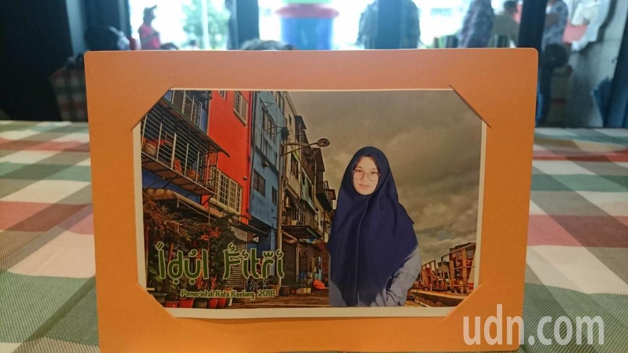 基隆市政府還特別設計「打卡送基隆」照片,利用虛擬實境讓外籍移工得以在藝文中心現場...