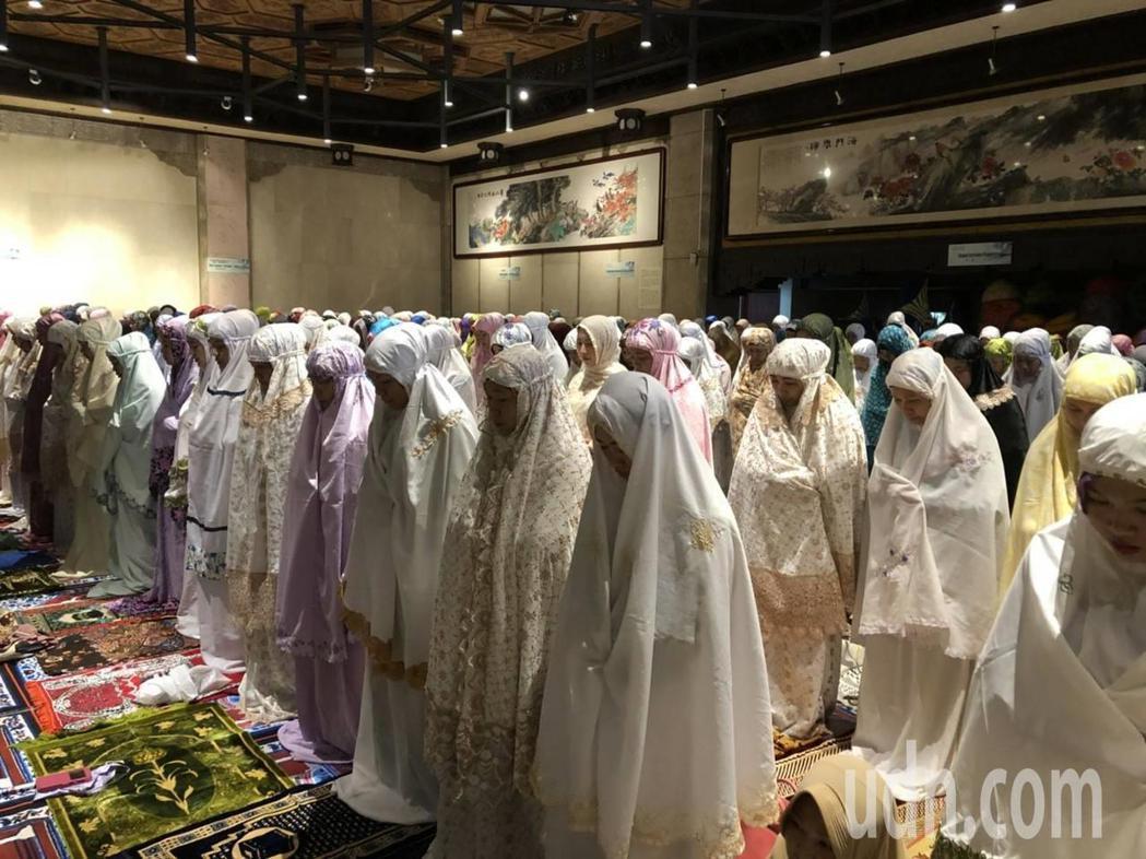 基隆市政府特地舉辦「開齋節慶祝活動」。市府社會處希望透過一同歡慶開齋,讓穆斯林同...