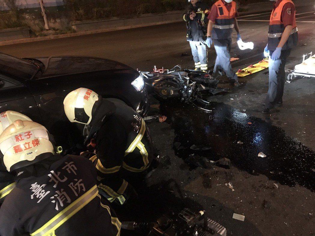 台北市昨天發生死亡車禍,消防局趕抵,緊急救護仍不治身亡。記者李承穎/翻攝