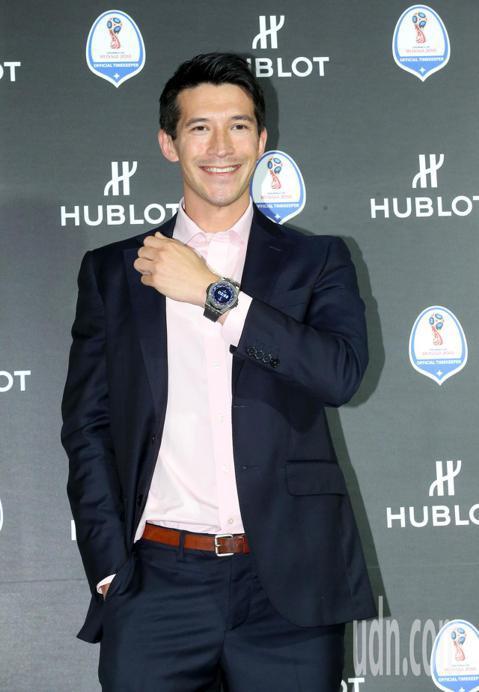 宇舶表(HUBLOT)連續三屆擔任世足賽的官方時計,今年並趁著世界盃足球賽推出智慧錶,陳昌源與Akemi一同出席宇舶錶慶祝2018世界盃足球賽開賽活動。