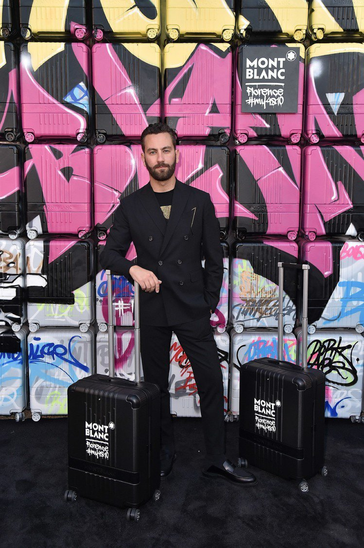 被喻為英國最會穿衣服男人的Matthew Zorpas出席萬寶龍#MY4810系...