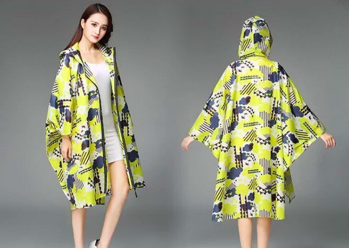 日系斗篷雨衣,團購最低價629元。圖/愛合購提供