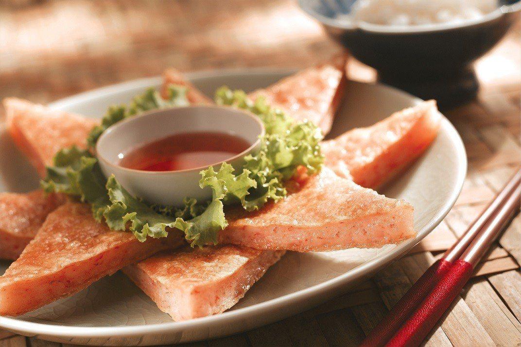 招牌明星菜「月亮蝦餅」一年熱銷80萬份。圖/瓦城提供