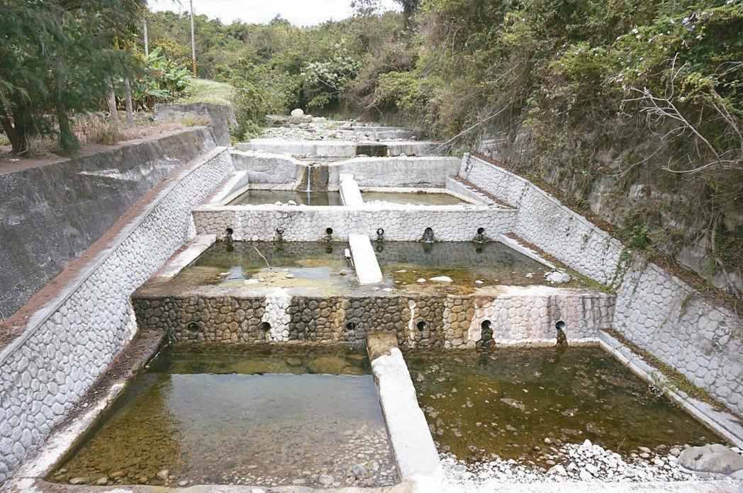 野溪整成水泥格子,這樣的溪還是溪嗎?圖為台東幸橋溪。 記者洪敬浤/攝影