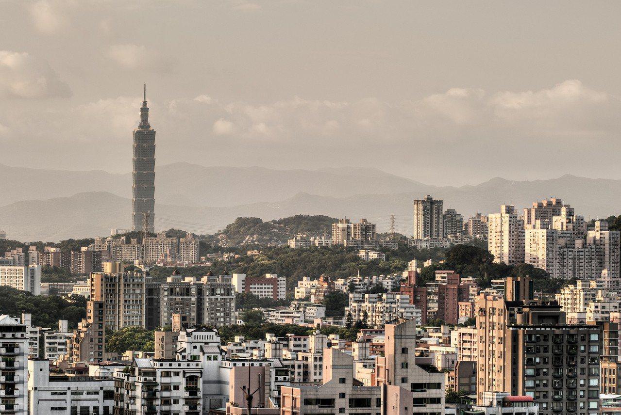 北市地政局全國首創台北市房市指標溫度計,從「供給面」、「需求面」、「交易價格面」...