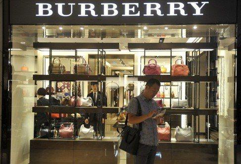 中國奢侈品市場蓬勃發展,圖為山西太原一家奢侈品專賣店。 中新社資料照