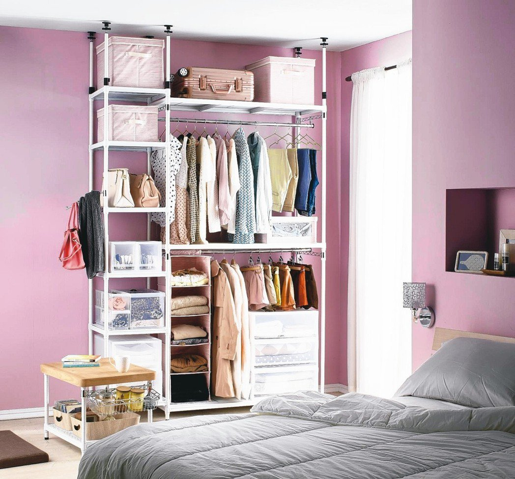 買不起大坪數可以掌握高字訣,向上發展,利用頂天立地層架,從地面到天花板,一點空間...