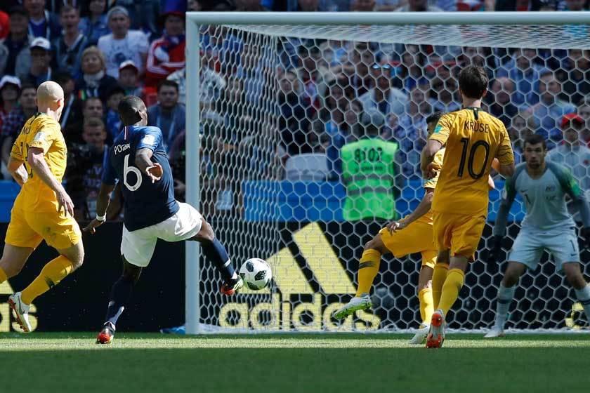 法國隊中場博格巴(左二)在第81分鐘勁射破門,終於擺平了相當難纏的澳洲隊。 美聯...