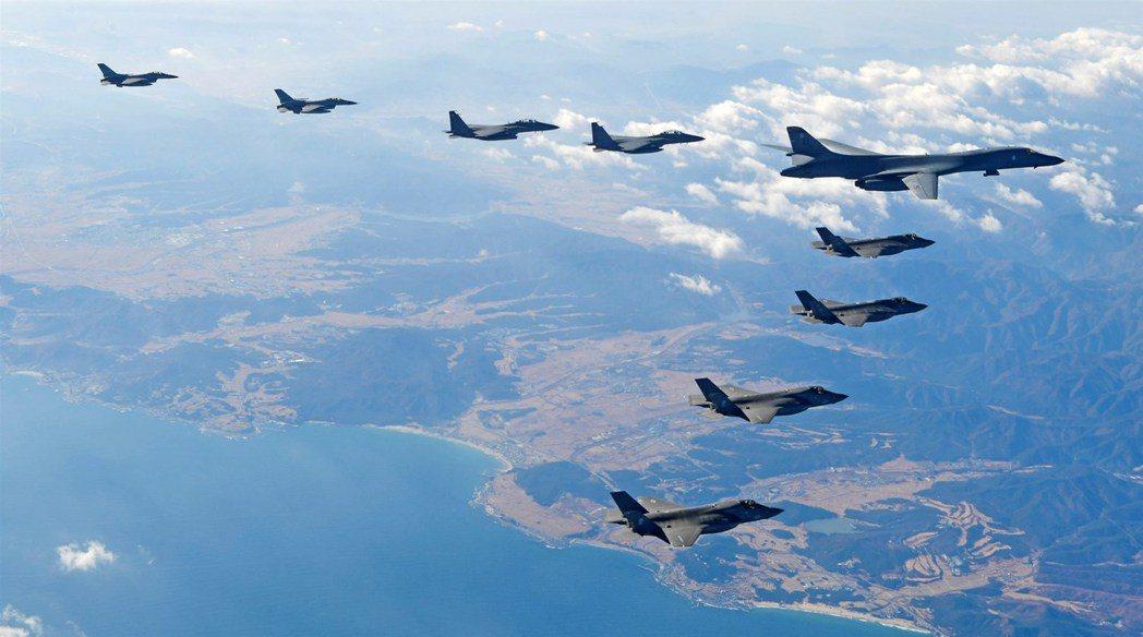 美軍去年曾派出B1-B轟炸機參加超級雷霆聯合空中演習。路透