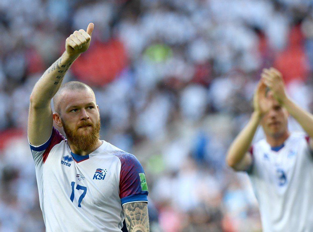 在2018年世界盃第一戰再度昂首以「冰島奇蹟」之名昂首步出球場。 歐新社
