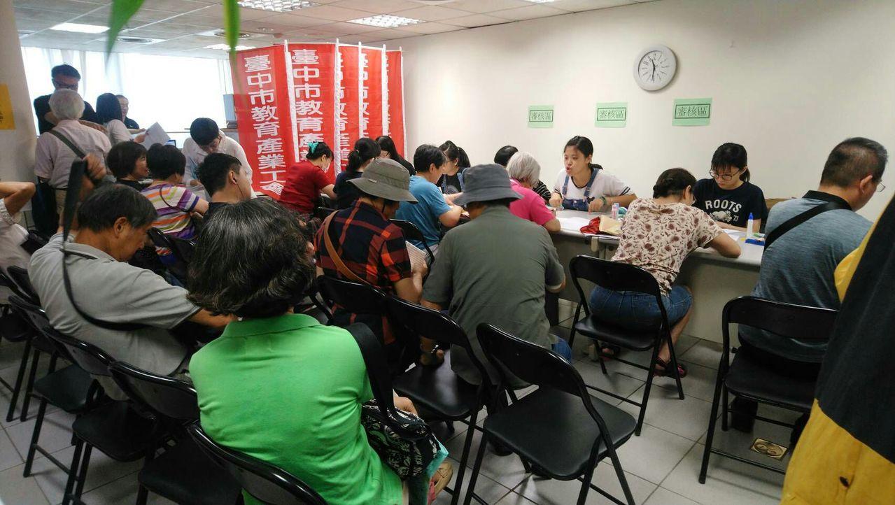 台中市教育產業工會、台中市直轄市教師會表示,目前已有超過1000名退休教師,登記...