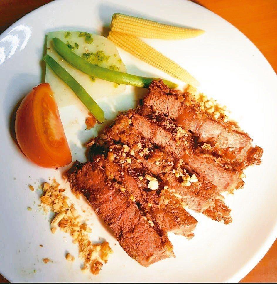 堅果佐炙牛肉套餐