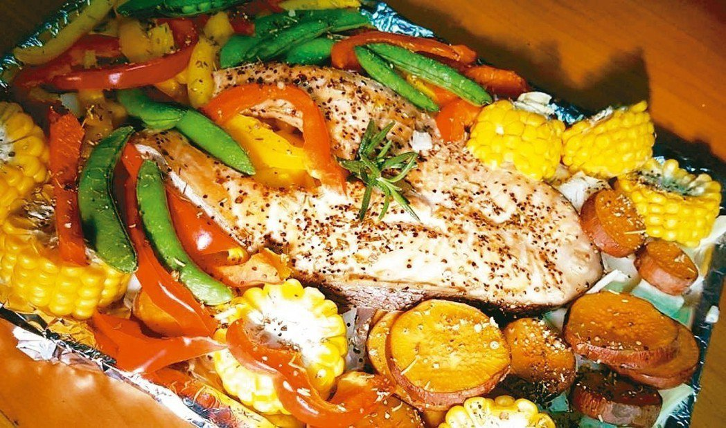 迷迭香鮭魚烤鮮蔬