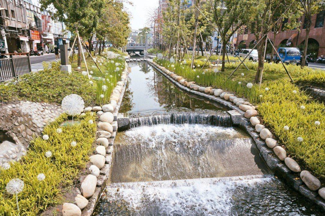台中綠川「醜小鴨變天鵝」,被官員譽為河川改造典範,但相關整治方法也引起學者討論。...