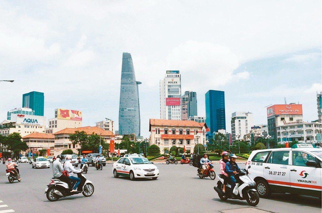 越南胡志明市近年取代中國大陸,成為外資、台商紛紛南遷設廠與設立總部的國家,為加速...
