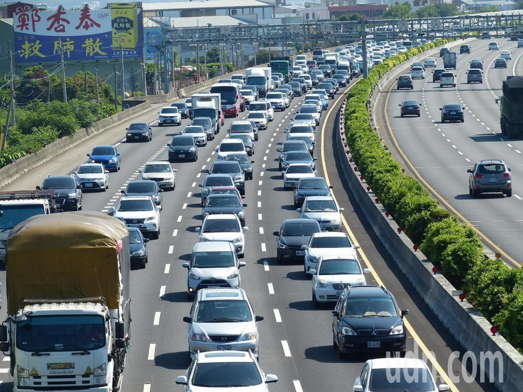 警政署指出,國道肇事原因第一名是「未保持行車安全距離」。 圖/聯合報系資料照片