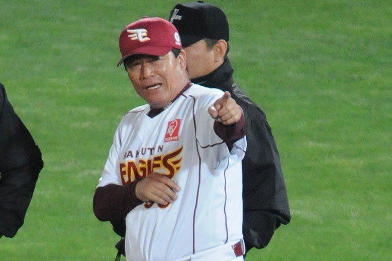 由於樂天團隊打擊過於低迷,造成戰績殿底,梨田昌孝成為第一位請辭的總教練。 擷圖自...