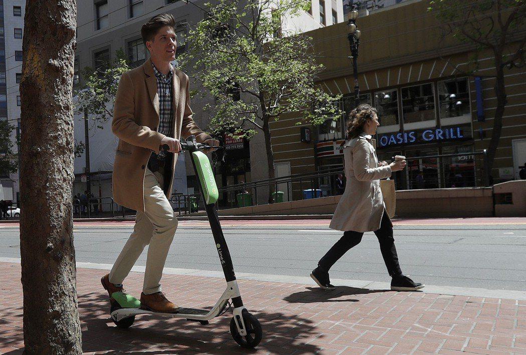 矽谷創投業者正以空前的速度,把錢投進「共享電動滑板車」。 (美聯社)