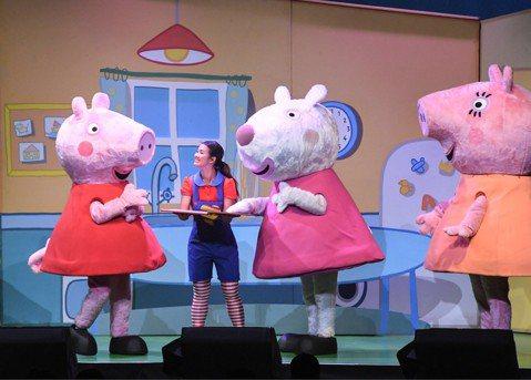 來自英國的家庭動畫「粉紅豬小妹」佩佩來台灣了!橫跨五大洲風靡全球180個國家,電視動畫系列發行超過21種語言,「粉紅豬小妹音樂劇 - 歡樂派對」16日、17日到台北演出,更特別為了台灣的小朋友,在全...